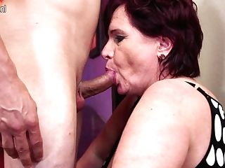 Horny Housewife Fucking And Sucking Her Arse Off - Maturenl