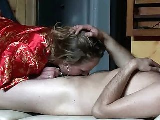 Enormously Perverted Beauty Gives Her Customer A Good Dt
