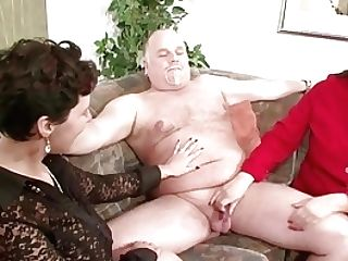 German Mummy Flash Duo To Fuck Good In Threesome