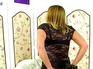 Hot Brit Cougar Playing With Herself - Maturenl