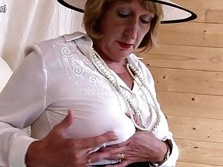 Horny Brit Matures Lady Playing With Her Fuckbox - Maturenl